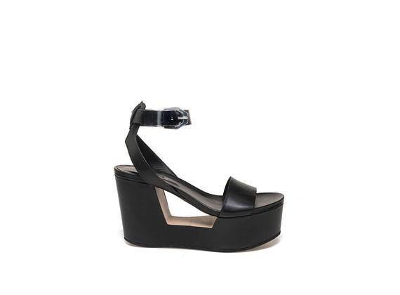 Sandales à boucle et semelle compensée ajourée - Noir