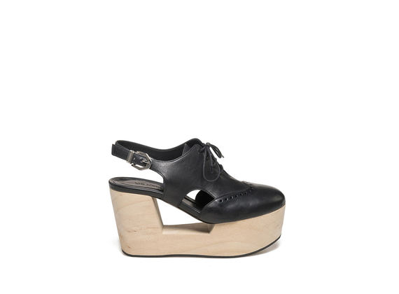 Derby slingback on perforated wooden wedge