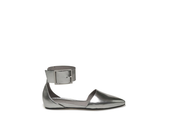 Silver ballerina with ankle strap and maxi buckle