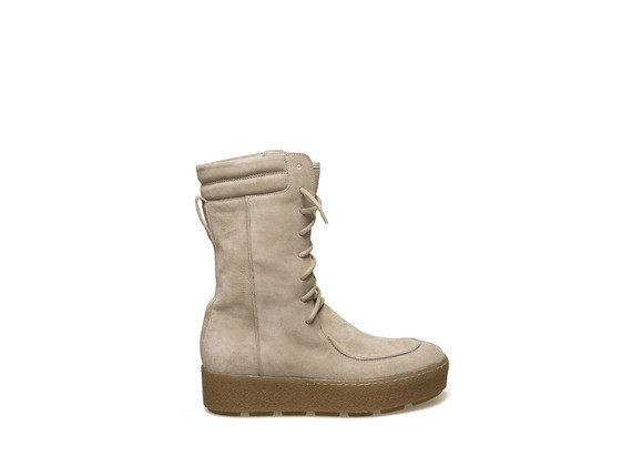 Lace up low boot honey coloured