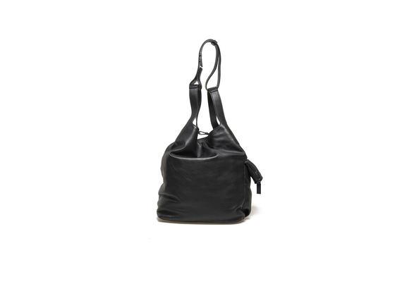Schwarzer Beutel mit Seitentasche