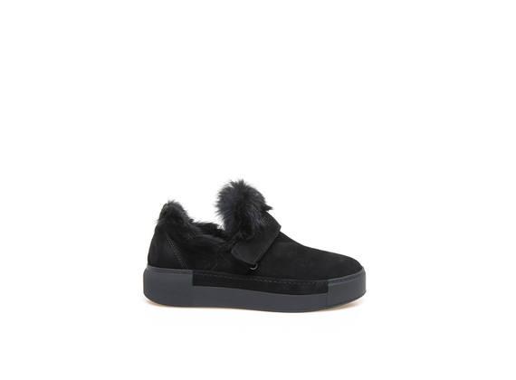Black slip-on shoes with velcro and rabbit fur appliqué