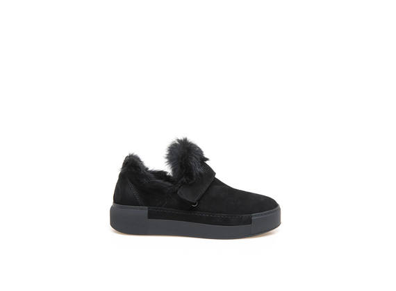 Black slip-on shoes with velcro and rabbit fur appliqué