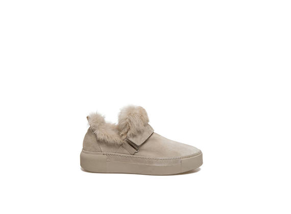 Beige slip-on shoes with velcro and rabbit fur appliqué