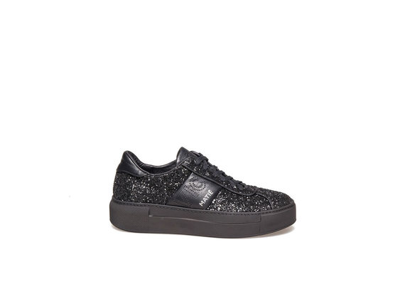 Lace up shoe in glitter and black leather