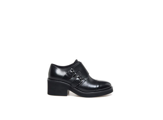 Shoes with flap and double buckle