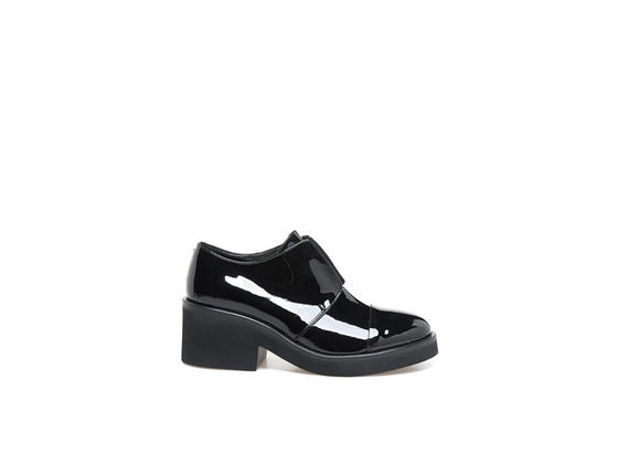 Patent leather Derby shoes with elastic