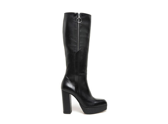 Black leather boots with side zip and crepe effect plateau