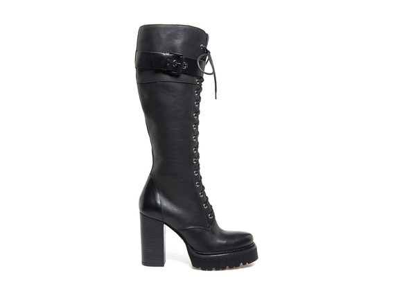 Knee-high lace-up boots with Panama sole