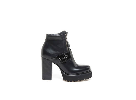 Double zipped heeled ankle boots with Panama sole