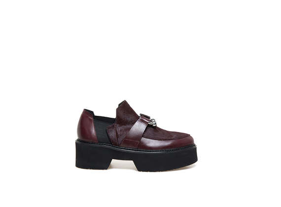 Burgundy moccasins with ponyskin-effect apron and piercing