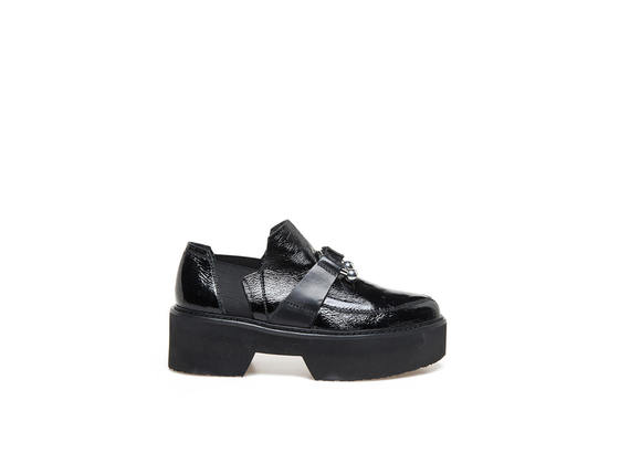 Moccasins in naplak with piercing and maxi rubber bottom