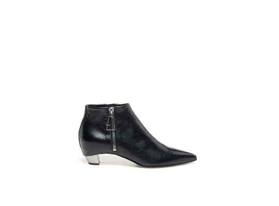 Pointed toe ankle boots with side zip and metallic heel