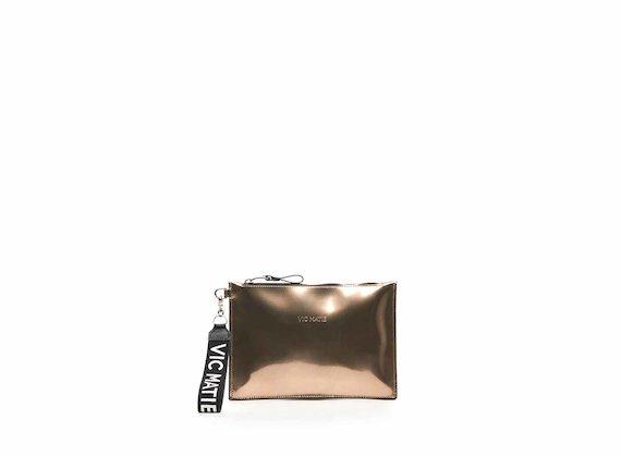 Pochette Madeline aus roségoldfarbenem Leder in Spiegelglanz-Optik