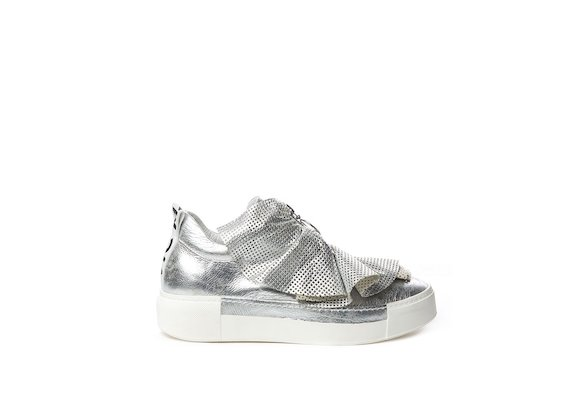 Silver laminated leather slip-on with perforated ruffles