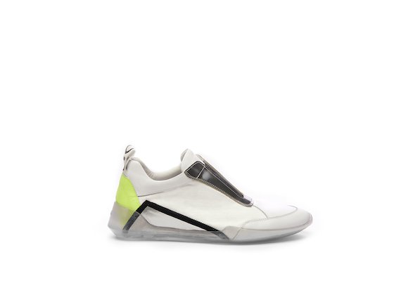 Colour block running shoe with metallic appliqué