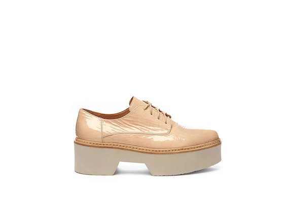 Pink patent leather Derby shoe with a flatform sole