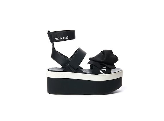 Flatform wedge sandal with maxi bow