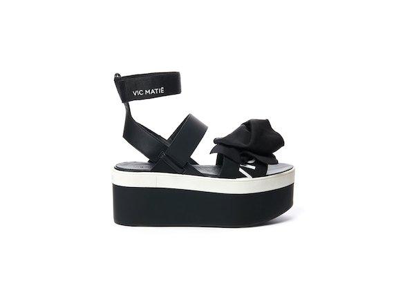 Sandalo con maxi fiocco su zeppa flatform
