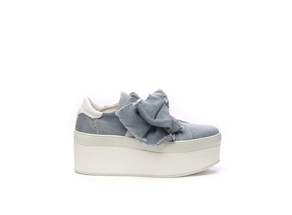 Shoe with maxi bow in cotton denim and flatform sole