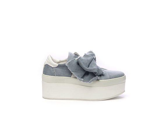 Schuh mit großer Schleife aus Denim-Baumwolle und Flatform-Sohle