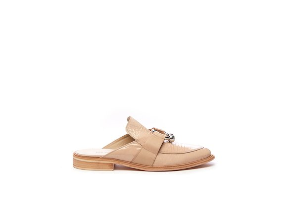 Nude patent slipper with piercing