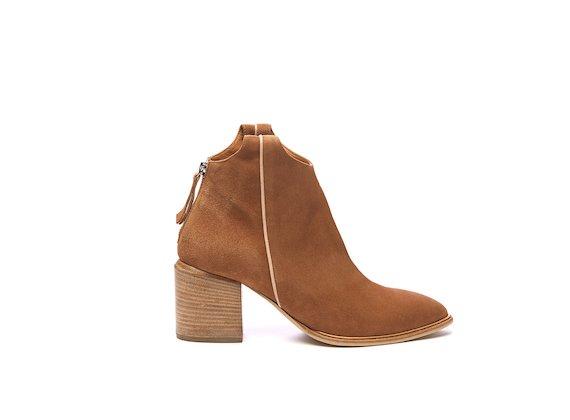 Texan half boot in cognac-coloured suede