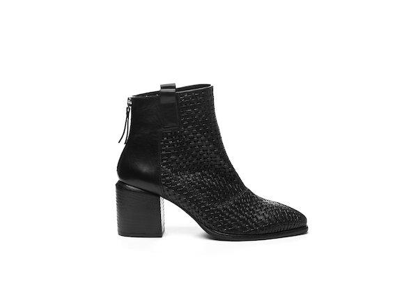 Stiefelette aus schwarzem geflochtenem Leder