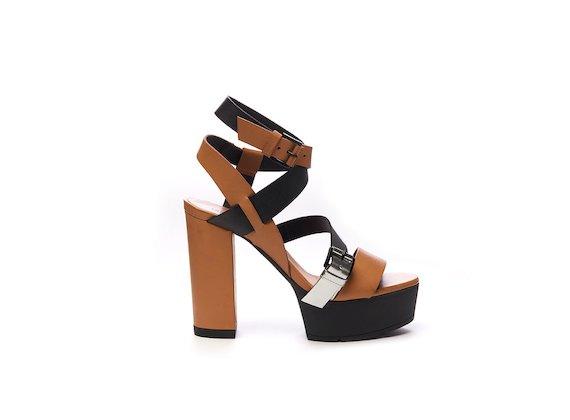 Sandales avec brides tressées color-block et plateforme - Cuir / Noir / Laminé
