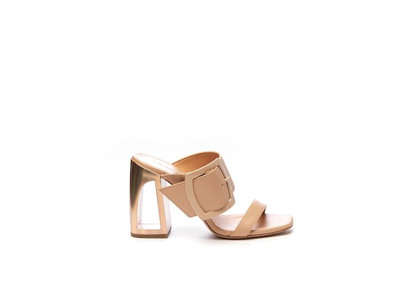 Sandal with matching maxi buckle and hole heel