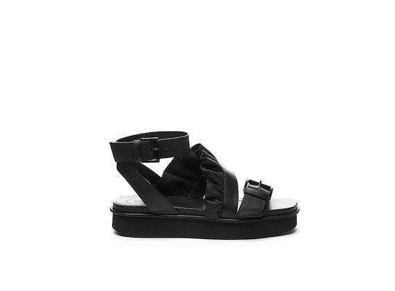 Flatform sandal with buckles and ruches