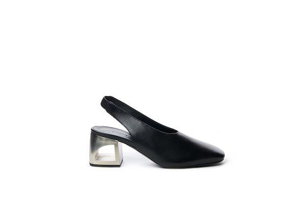 Chanel-style shoe with metallic hole heel