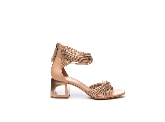 Sandal with nude-coloured mini braids and hole heel