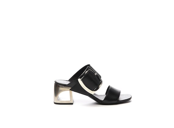 Slipper with maxi buckle and hole heel