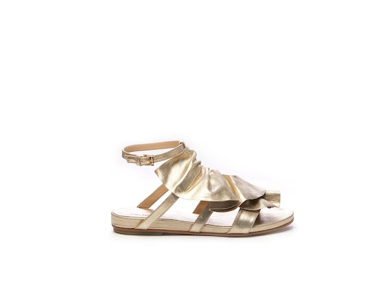 Gold flat sandal with ruches