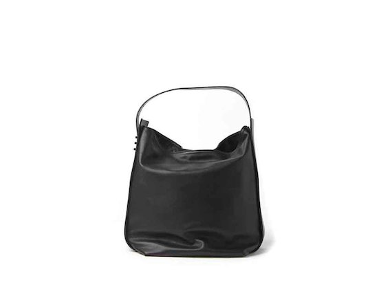 Viola<br />black bucket bag