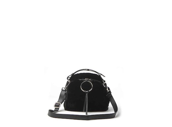 Clarissa<br />mini bag in pelliccia con anello