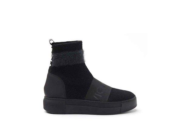 Calzino in maglia su fondo sneaker