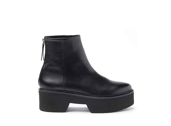 Flatform heeled ankle boots with monoblock sole