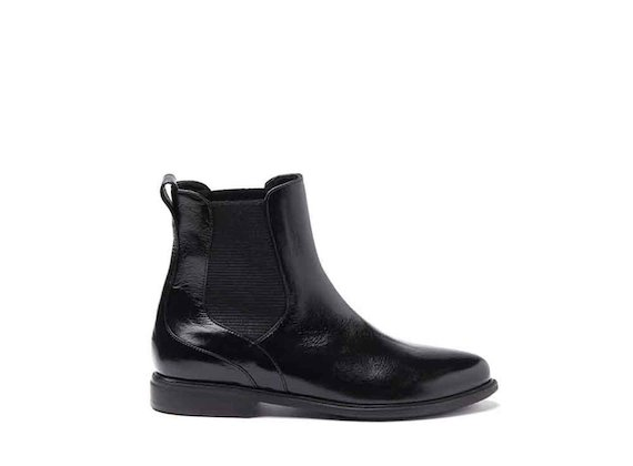 Patent leather Chelsea boots with leather sole