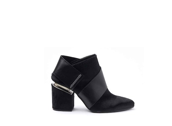 Sabot shoes with black ponyskin strap and suspended heel