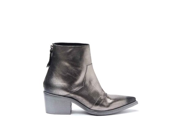 Heeled cowboy ankle boots with gunmetal-coloured coating and metallic sole