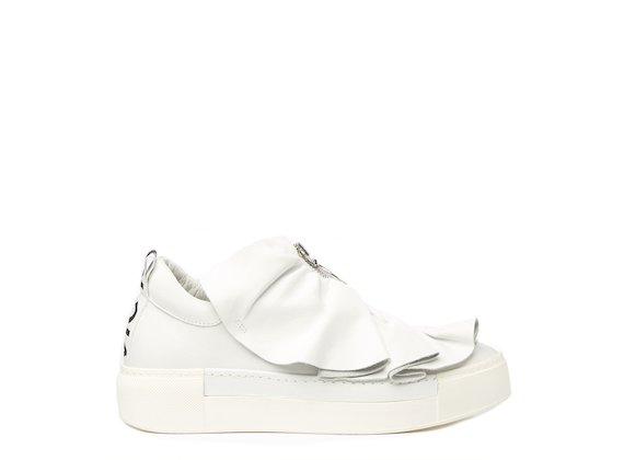 Chaussures blanches avec zip en métal et fronces