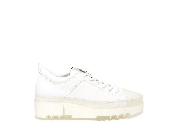 Chaussures à lacets avec semelle transparente