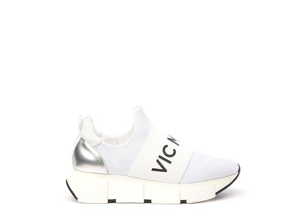 Sneaker with white elasticated logo ribbon