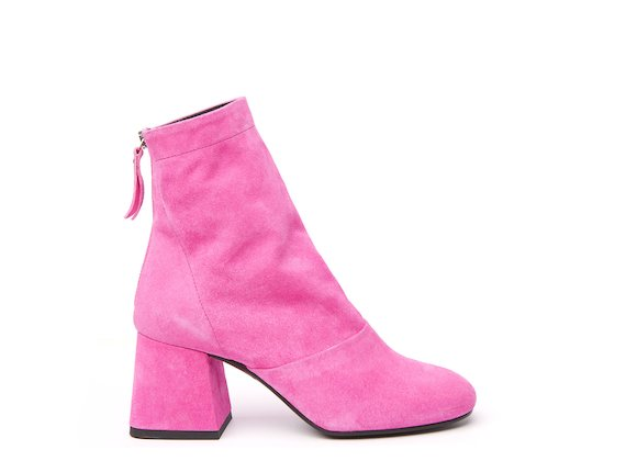 Fuchsia ankle boot with flared heel