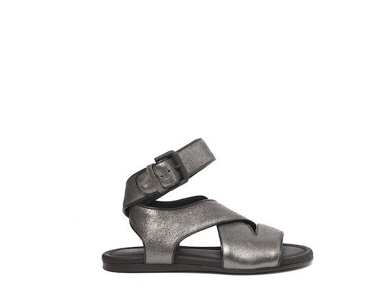 Sandales plates lamées couleur bronze