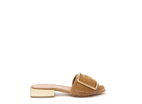 Flat leather sandal with metal heel and buckle