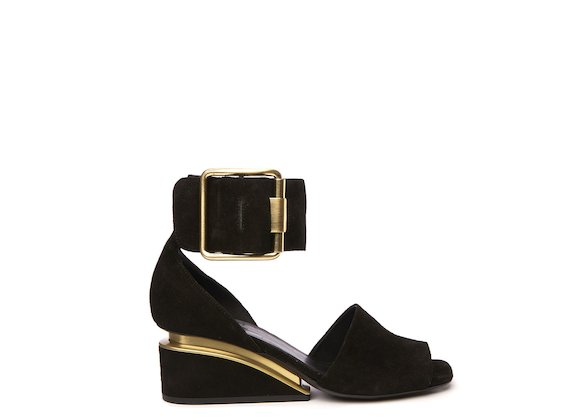 Black sandal with ankle strap and maxi buckle