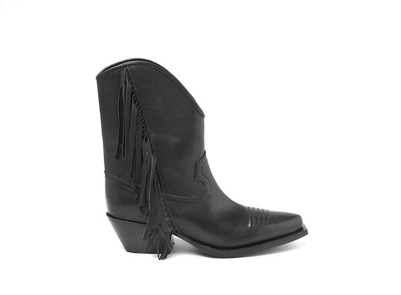 Black Texan boot with fringes